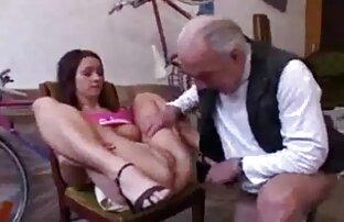 Due belle persone si sono ubriacate in un bar e scopano film porno gratis per tutti