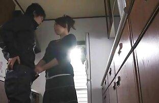 Una giovane donna in un abito nero, bikini, e invita il suo fidanzato per il suo cazzo film porno senza limiti gratis in una figa bagnata