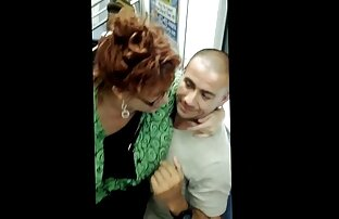Sperma di finitura video hard gay gratis ruvida dell'uomo dall'aspirazione bagnata e soffocante della donna nera
