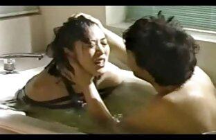 Un giovane slut oliato il video hard gratis animali suo L. e seduto su un vibratore