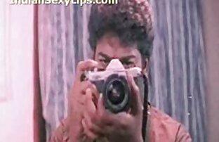 Una giovane donna, bellezza nera si masturba il suo L. con un dito davanti film hard gratis mature a un monitor webcam
