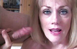 Maturo moglie in calze autoreggenti masturbandosi via in il indietro seat di un auto e film hard interi gratis succhia pene di il marito a chiudere