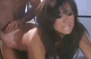 Giovane ragazza video hard gratis scambisti spogliarsi davanti alla telecamera e far apparire uno schermo con una figa bagnata