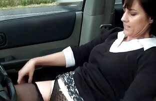 Una giovane ragazza con i capelli neri per guidare il cazzo in una guarda video hard gratis stretta