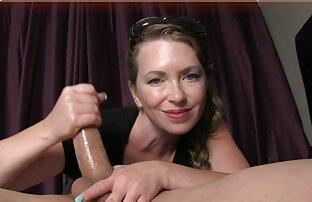 Procace video hard lesbo gratis maturo cagna prende un doccia in un bikini e carezze lei micio