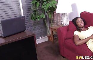 I capelli castani di una giovane ragazza sono stati stimolati su un massaggio e allarga le film gay hard gratis gambe davanti al pene